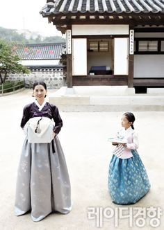 Mother and daughter in Hanbok