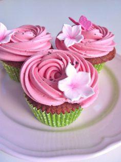 Cupcakes de sandía - Velvet watermelon cupcakes, por Mericakes