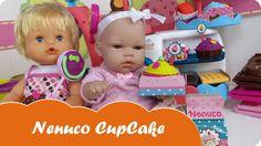 En Mundo Juguetes jugaremos con el set Nenuco CupCakes o Pastelería de Nenuco. Estupendo juguete de Nenuco para hacer pasteles, cupcakes y galletas de plastilina Play doh. La muñeca bebé Lucía va a preparar una comida con sus amigas y encargará el postre en la Nenuco Cupcake a su amiga baby Nenuco Laura. Disfruta de estupendas aventuras de bebés Nenucos en español para niñas a partir de tres años. Diviértete con este vídeo en Mundo Juguetes, tu canal de vídeos de juguetes Nenuco en español.