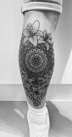 Mandala Leg Tattoo, Line work dot work by Mantas Vivid Ink Dope Tattoos, Leg Tattoos, Flower Tattoos, Tattoos For Guys, Sleeve Tattoos, Maori Tattoos, Mandala Hand Tattoos, Mandala Tattoo Sleeve, Knee Tattoo