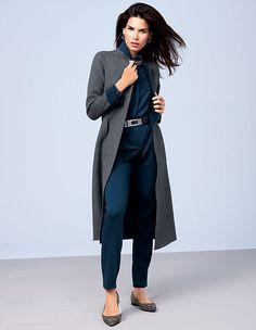 Ein Wollmantel, der sich von zwei schönen Seiten zeigt. Die hochwertige Doubleface-Qualität aus Wolle & Kaschmir kann von beiden Seiten getragen werden.