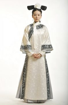 """Costume from the Chinese drama """"步步驚心"""", which is set during the 18th century in the Qing Dynasty. This shows what traditional Manchurian mourning dress of the period looked like."""
