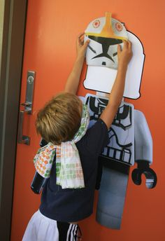 Birthday //// Lego Clone Wars Birthday - Lots of great ideas for a Star Wars party. Pin-the-helmet-on-the-clone-trooper, Lego Spaceship clinic, Bantha milk. #starwars