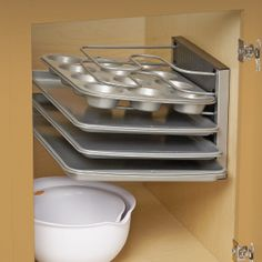 Adjustable Bakeware Rack can be used horizontally or vertically