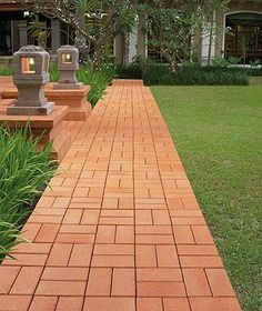 a pretty walkway shall transform your backyard, would direct the garden wanderings, lead to important areas from your garden and make it easier to control and organize. Paving Stone Patio, Brick Pathway, Swimming Pools Backyard, Backyard Landscaping, Paving Design, Path Design, Design Ideas, Brick Sidewalk, Driveway Design