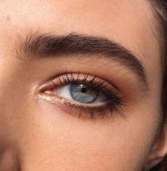 #BeautyHacksEyelashes Natural Eyebrows, Natural Eye Makeup, Natural Eyes, Round Eyebrows, Almond Eye Makeup, Peach Eye Makeup, Natural Beauty, Brown Makeup, Organic Makeup