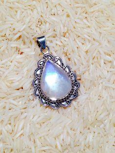 pendentif pierre de lune, design goutte de pierre de lune avec argent