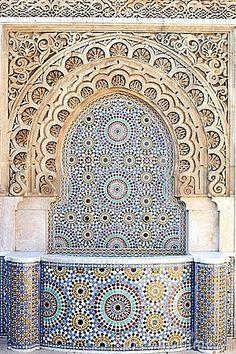Arabic fountain and mosaic (dreamstime, 2013)
