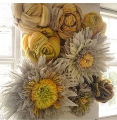 Artist Marianne Eriksen-Scott Hansen has mastered the art of making intricate, large-scale paper blossoms. Her stunning Big Paper Flowers, Paper Flower Art, Paper Peonies, How To Make Paper Flowers, Paper Flowers Wedding, Paper Flower Backdrop, Paper Flower Tutorial, Giant Paper Flowers, Paper Roses