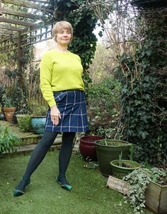 Wishing you all a Happy New Year Green Velvet Shoes, Blue Velvet Top, Colored Tights Outfit, Coloured Tights, 50 Fashion, Fashion Shoot, Style Challenge, Fashion Challenge, Plaid Mini Skirt