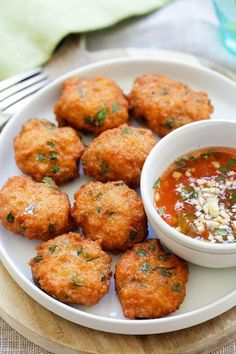 Thai Shrimp Cake - best Thai shrimp cakes recipe loaded with shrimp, red curry, long beans and served with sweet chili sauce. So good | rasamalaysia.com