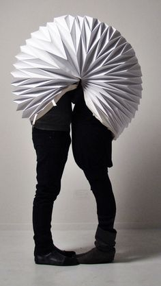 "Portable Make-out Privacy Bubble! ""Perfect for ultra fashionable, ultra amorous, ultra self-conscious couples."" This is beyond ridiculous lol Paper Fashion, Installation Art, Oeuvre D'art, Wearable Art, Paper Art, Art Projects, Art Pieces, Makati, Artsy"