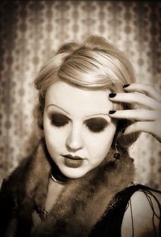 #flapper #makeup Flapper Makeup, 20s Makeup, Vintage Makeup, Vintage Beauty, Vintage Men, 1920 Costumes, Costumes For Women, Dark Beauty, Gothic Beauty