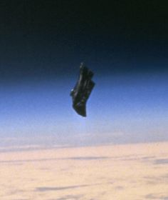 The Black Knight, A 13000 Year Old Alien Satellite? The Black Knight Satellite orbited Earth from East to West. The Black Knight possibly of Alien. Aliens And Ufos, Ancient Aliens, Black Knight Satellite, Satellite Orbits, Crop Circles, Ufo Sighting, Astronomy, Galaxies, Mystery