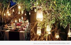 Farolillos colgados de los árboles, una idea preciosa para una boda en el jardín   Decoración bodas   Decoración de bodas originales
