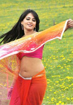 anushka-shetty-hot-in-saree-3