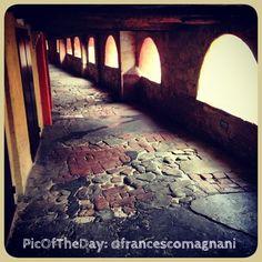 La #PicOfTheDay #turismoer di oggi arriva da #Brisighella: un poetico scatto dell'antica Via degli Asini   Congratulazioni e grazie a @francescomagnani