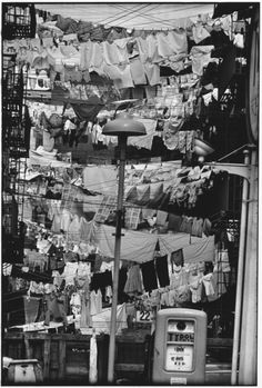 Hoboken, New Jersey, photo by Elliott Erwitt. *sidenote: Frank Sinatra was from Hoboken, New Jersey. Black White Photos, Black And White Photography, Old Pictures, Old Photos, Vintage Photographs, Vintage Photos, Street Photography, Art Photography, Foto Picture