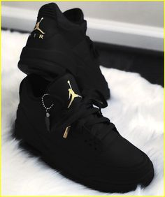 1e472005dc6 Looking for more information on sneakers  Then simply simply click right  here to get more · Black Shoes ...