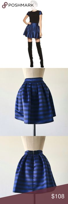 """ALICE + OLIVIA   Blue Box Pleat Skirt FEATURES:  *Rear exposed zipper  *Pleated  *Fully lined  *100% polyester  MEASUREMENTS: Waist - 29"""" Hips - 44"""" Length -18""""  ✅ Excellent condition ⛔️ NO TRADES/RESERVES/MODELING 10-011-16 Alice + Olivia Skirts Mini"""