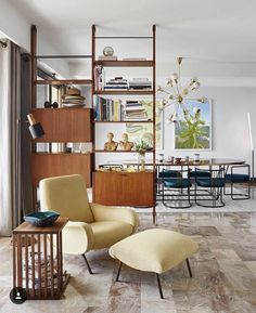 Mid-Century Modern Apartment With Riviera Touches – Midcentury Modern Style Retro Living Rooms, Mid Century Modern Living Room, Mid Century House, Living Spaces, Mid Century Modern Table, Mid Century Style, Mid-century Interior, Living Room Interior, Interior Design Living Room