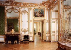Interior of Versailles Palace near Paris Palaces, Versailles Paris, Versailles Garden, Luis Xiv, Palace Interior, Palace Garden, Fontainebleau, French History, Rococo Style
