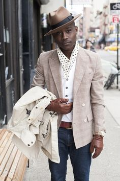 For guys, wearing a bowler hat is making a real style statement. It's a style commonly reserved for the eccentrics -- actors, rockstars or men with that English sartorial flare. Sharp Dressed Man, Well Dressed Men, Mens Fashion Blog, Fashion Moda, Look Fashion, Fashion Styles, Fashion Black, Men In Black, Gentleman Mode