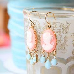 Boucles d'oreilles Chandelier de camée par NestPrettyThingsShop