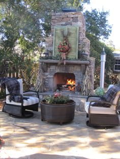 Stunning outdoor fireplace by Southern Hardscapes AL