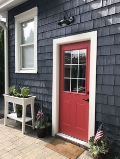 25 New ideas white front door exterior navy blue Exterior Front Doors, Exterior Paint Colors For House, Paint Colors For Home, Navy House Exterior, Cottage Exterior Colors, Painted Exterior Doors, Paint Colours, Front Entry, Red Door House