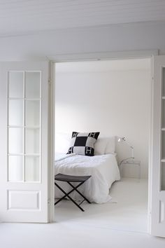 Homevialaura | white bedroom | duoble doors | French doors | Hermes Avalon cushion | Artemide Tolomeo | Kartell Jolly Monochrome Bedroom, White Bedroom, Hermes Blanket, My Dream Home, Interior Inspiration, Sweet Home, Cushions, Living Room