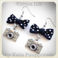 Old School Vintage retro style Pin Up camera earrings by VorssaInk, €16.50