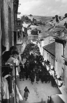 "The procession on the way to the cemetery / La processione che va al cimitero"". tony vaccaro (Bonefro, Molise, Italy). Photo, 1956."