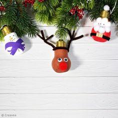 Tuto de Noël : Réaliser des suspensions de Noël rigolotes Scrapbooking, Diy, Christmas Ornaments, Holiday Decor, Bricolage Noel, Creative Crafts, Bricolage, Christmas Jewelry, Do It Yourself