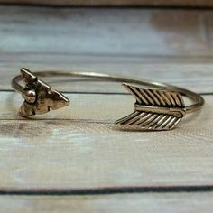 I just discovered this while shopping on Poshmark: Antiqued gold arrow cuff bracelet. Check it out! Price: $16 Size: OS Shop my closet @shopthisfox Dont have poshmark? Sign up in the Poshmark app using code JGCCH to earn $5 towards your first purchase!  #poshmark #shopmycloset #trendy #arrow #arrowjewelry #bracelet