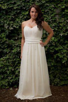 Dieses hübsche, schlichte Threadhead Creations Kleid ($800) ist ein Mix aus Seiden-Chiffon und ökologischer Baumwolle.
