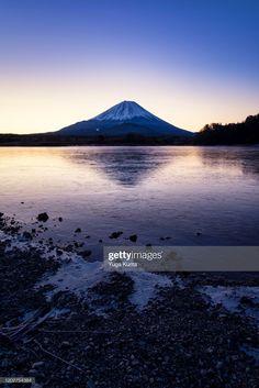 Mt Fuji Over Lake Shoji At Dawn ストックフォト - Getty Images Yamanashi, Fuji, Mount Rainier, Dawn, Mountains, Nature, Travel, Image, Naturaleza