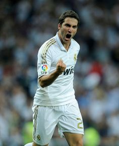 Real Madrid - Gonzalo Higuain (Argentina) First Football, Football Love, World Football, Real Madrid, Most Popular Sports, World Star, World Of Sports, Soccer Players, Club