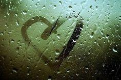 O amor é como a gota de mercúrio, é preciso manter a mão aberta para retê-lo. Se a fecharmos, ele escapa...