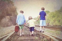 Photography family Poses On Railroad Tracks   Stark, FL Photographer/Shaffer RailRoad Shoot » kimlindseyphotography ...