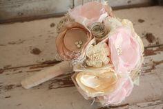 Blush pink bouquet Blush and champagne wedding от thepaisleymoon
