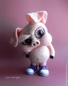 Свинья в кедах. Свин в кедах.У него устойчивая жизненная позиция,на все есть своя точка зрения,и лучше с ним не спорить,если не хотите копытом в нос    Выполнен в технике сухого валяния на каркасе.
