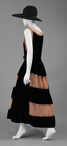 Robe de Style Design House: House of Lanvin (French, founded Designer: Jeanne Lanvin (French, Date: 1922 Culture: French Medium: silk, glass, metallic thread Dimensions: Length (from shoulder): 47 in. 20s Fashion, French Fashion, Art Deco Fashion, Fashion History, Retro Fashion, Vintage Fashion, Womens Fashion, Fashion Design, Jeanne Lanvin