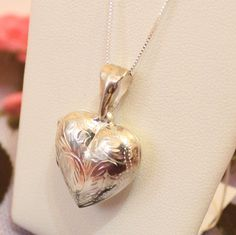 Your place to buy and sell all things handmade Heart Locket Necklace, Arrow Necklace, Pendant Necklace, Sterling Silver Chains, Valentine Gifts, Lockets, Etsy, Vintage, Jewelry