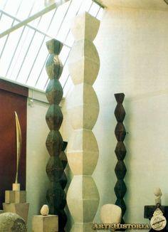 BRANCUSI. Columnas sin fin. 1920-30.