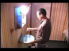 """Mariana Rondon.""""Y YO QUE LA QUISE TANTO"""" 1997 En una habitación de hotel decadente, en donde hay signos evidentes de haberse cometido un crimen, el visitante irá descubriendo, a través de imágenes ocultas (videos) las circunstancias en las que el crimen fue cometido a medida que, desplazándose por la instalación, vaya asumiendo las posiciones- ubicaciones físicas- tanto de la víctima, como del asesino."""