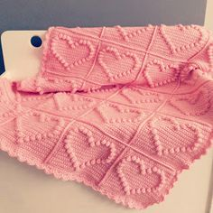 Crochet Bobble Heart Blanket free Pattern at allpatterns Bobble Crochet, Baby Girl Crochet Blanket, Bobble Stitch, Crochet Afghans, Crochet Blanket Patterns, Cute Crochet, Crochet Crafts, Irish Crochet, Pink Blanket