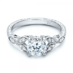 Oh my gosh! this remind me of my grandmothers ring. <3 This is gorgeous! -katie