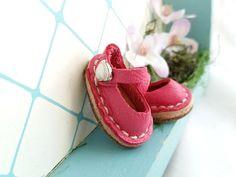 Fuchsia Leather Mary Jane Shoes For Blythe Dolls by MizuSGarden