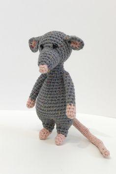Crochet Animals, Crochet Toys, Knit Crochet, Rat Toys, Large Tapestries, Crochet Patterns, Crochet Ideas, Stitch Markers, Rats